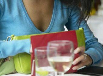 Ελίνα: «Βγαίνω με κάποιον και μου ζητάει να πληρώνω πάντα τα μισά. Μήπως είναι καβουρότσεπος;»