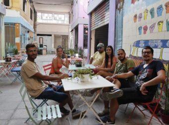 Θεσσαλονίκη: Κωφοί σερβιτόροι σε καφετέρια που προωθεί τη νοηματική γλώσσα